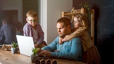 Dodatkowy zasiłek opiekuńczy na dziecko. Komu przysługuje i jak z niego skorzystać?