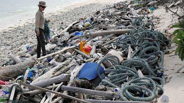 Śmieci na plażach Wysp Kokosowych