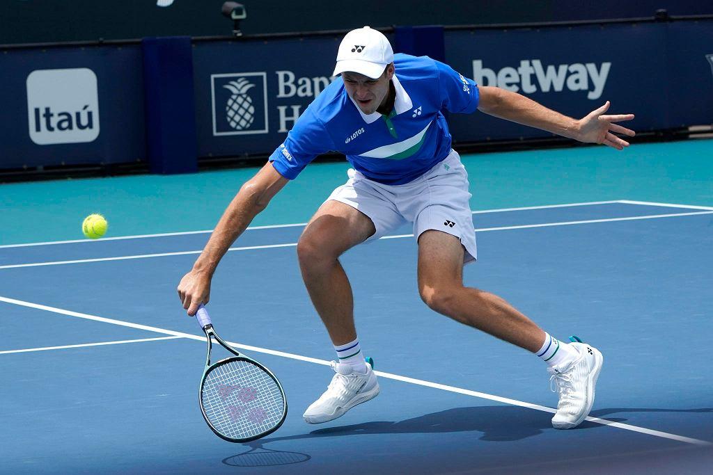 Hubert Hurkacz w meczu ze Stefanosem Tsitsipasem w ćwierćfinale Miami Open