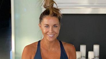 Małgorzata Rozenek trenuje jogę i eksponuje brzuch