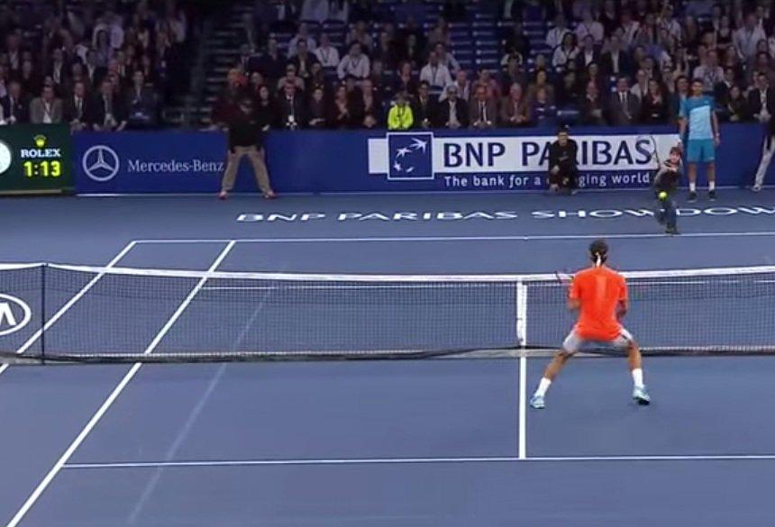 Roger Federer gra z chłopcem w Nowym Jorku