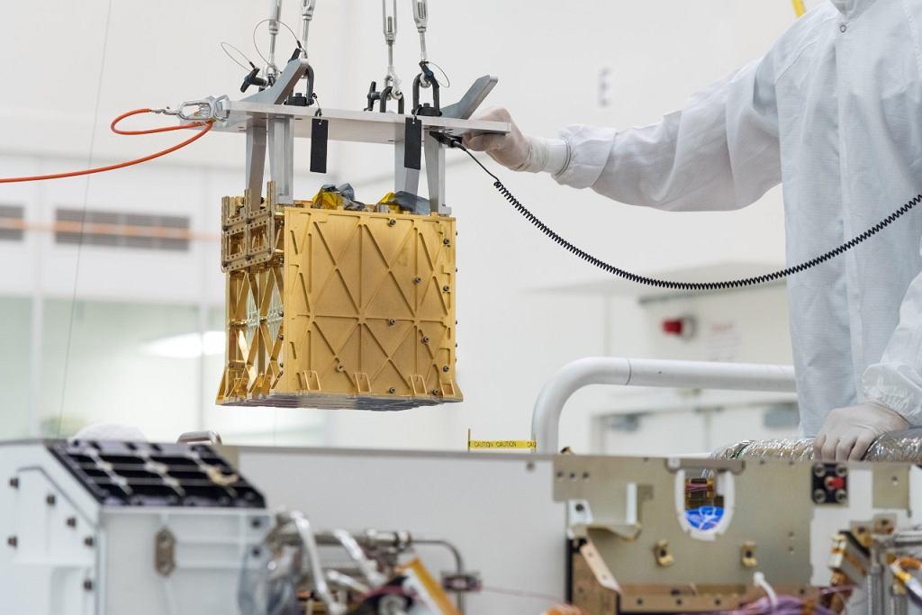 Mars Oxygen In-Situ Resource Utilization Experiment (MOXIE) jeszcze na Ziemi