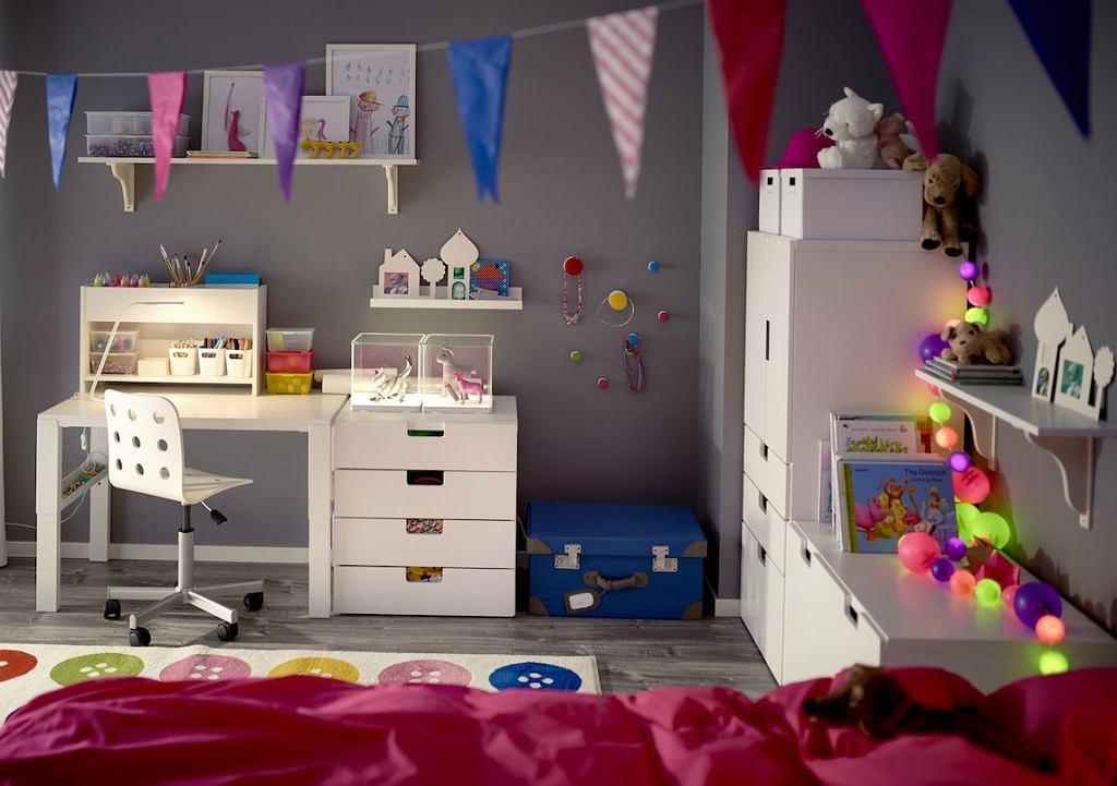 Klasyczne białe biurko dla dzieci