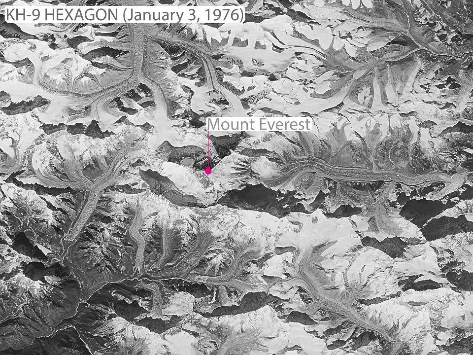 Zdjęcie satelitarne lodowców w okolicy Mount Everestu wykonane przez satelitę szpiegowskiego w 1976 r.