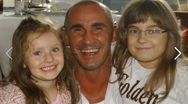 Przemysław Saleta z córkami