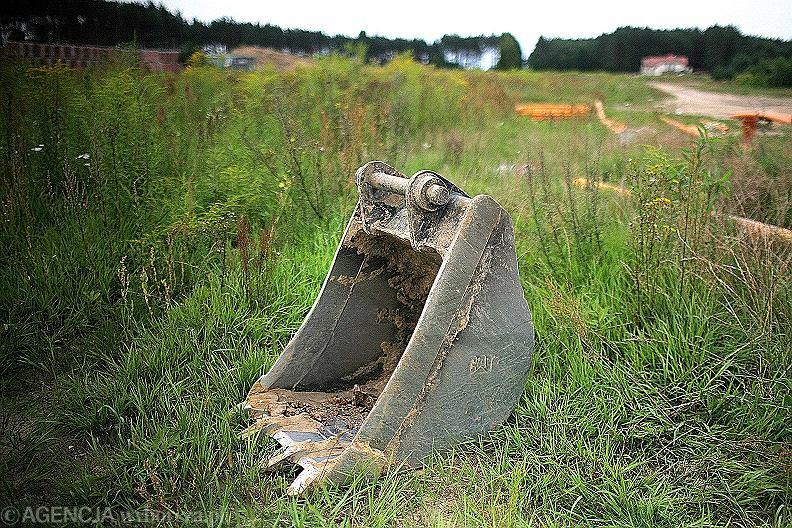 Tragedia w Janowie Podlaskim. 2-latek wypadł z koparki na budowie. Zginął na miejscu