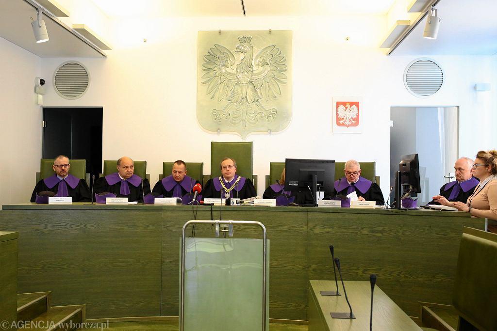 Izba Dyscyplinarna Sądu Najwyższego, kwiecień 2019. Pierwszy z lewej: sędzia Adam Roch.