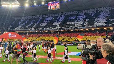 'Na pełnym gazie'. Kartoniada niemieckich fanów wywołała kontrowersje