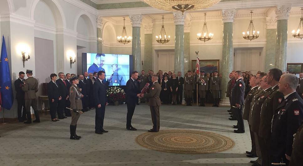 Prezydent wręczył nominacje generalskie 14 oficerom