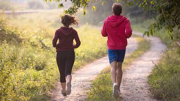 Bieganie, zwłaszcza na świeżym powietrzu, pomaga wzmocnić odporność