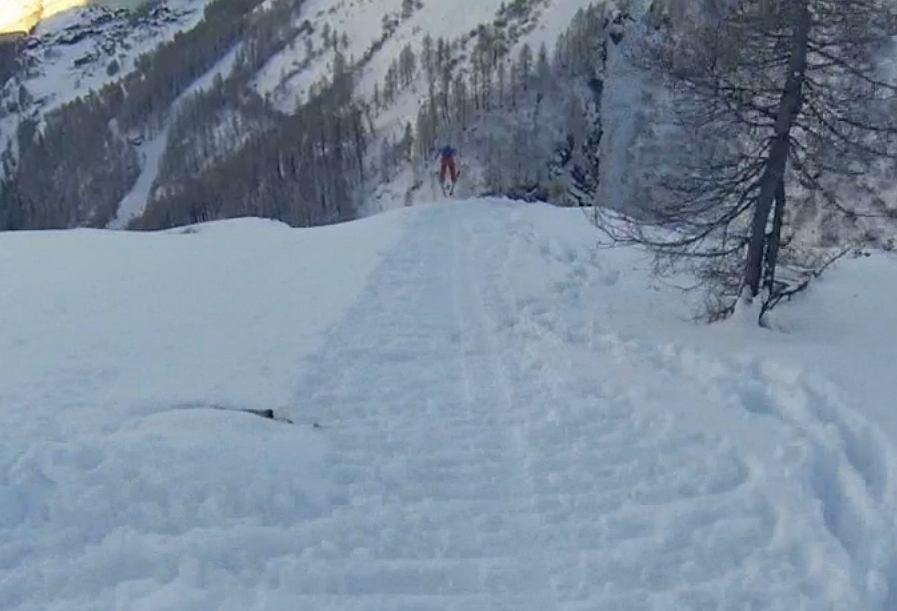 Skoki narciarskie ze skalnych urwisk