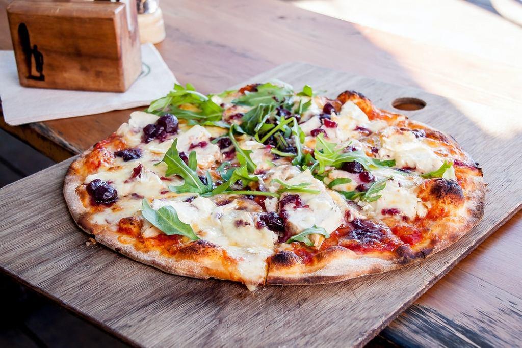 domowa pizza, zdjęcie ilustracyjne