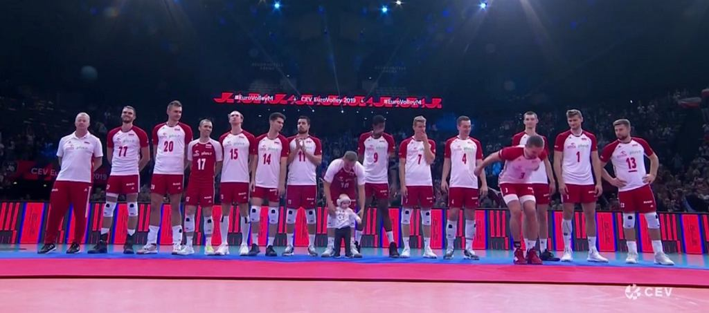 Polscy siatkarze odebrali medale na... dywanie