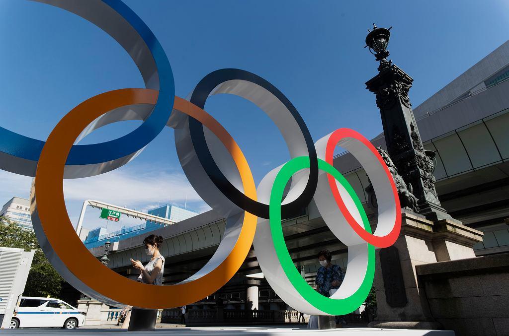 Tokio 2020. Symbole olimpijskie nieopodal mostu Nippon Bashi