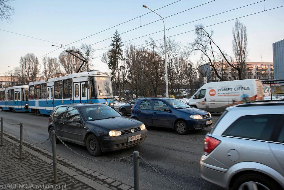Na Grabiszyńskiej bez buspasa tramwaje były blokowane przez auta