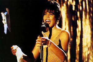 """Studio Warner Bros potwierdziło, że trwają prace nad nową wersją kultowego filmu """"Bodyguard"""" z Whitney Houston i Kevinem Costnerem."""