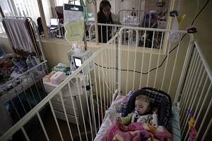 """""""Koszmar i wstyd"""" się skończą? Minister zdrowia obiecuje zmiany opłat za pobyt rodzica z dzieckiem w szpitalu"""