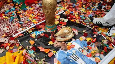 Peruwiańscy szamani przed stadionem w Limie odprawiają rytuały, mające wesprzeć reprezentację Brazylii oraz innych występujących na mundialu. Zapewne chcą życzyć nam wszystkim wspaniałych mistrzostw