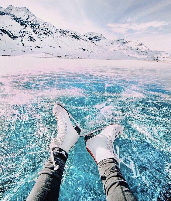 Jazda na łyżwach to doskonały trening dla nóg i pośladków.