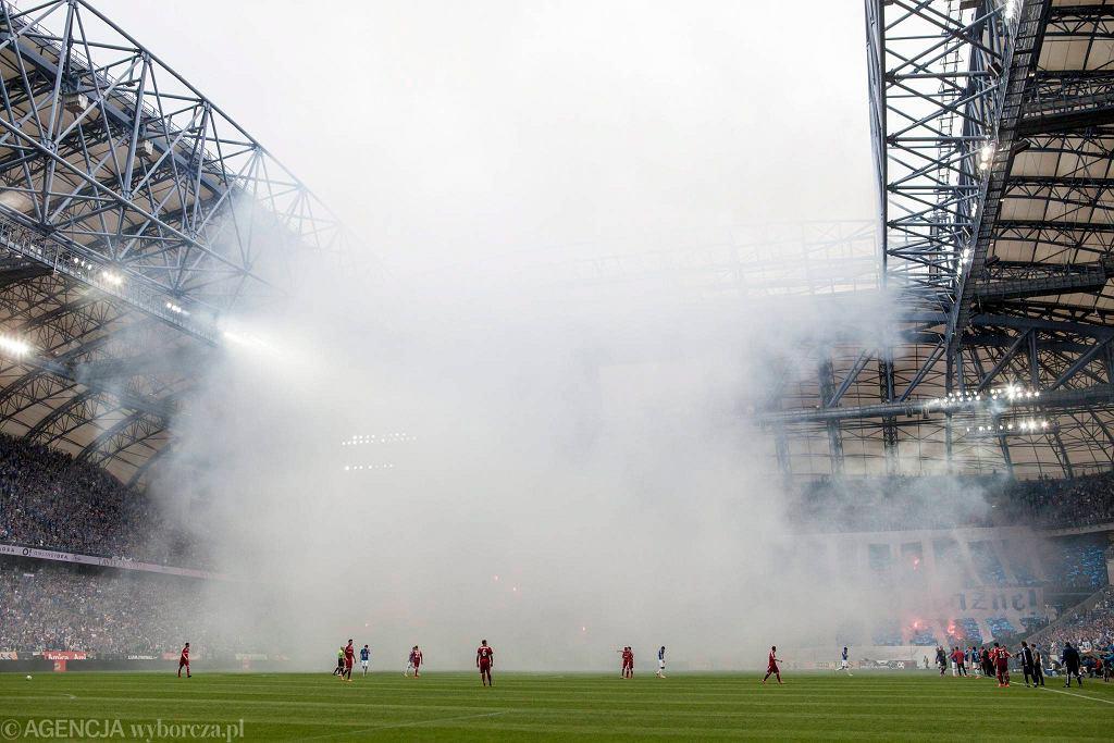 Lech Poznań - Wisła Kraków 0:0. Race odpalone przez kibiców Lecha