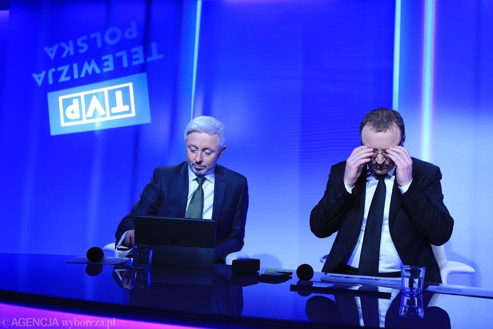 Prezes Jacek Kurski i  członek zarządu Maciej Stanecki podczas konferencji prasowej TVP