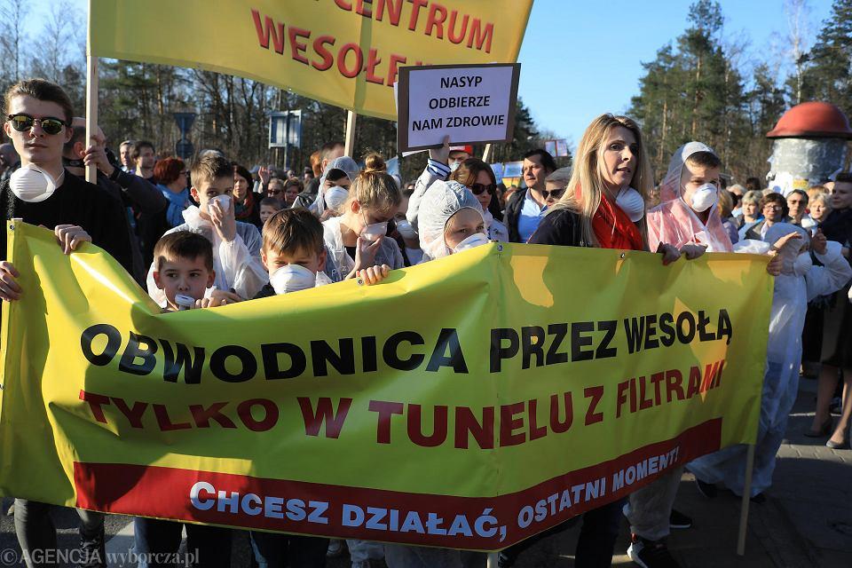 Protest mieszkańców Wesołej przeciwko wariantowi obwodnicy na nasypie