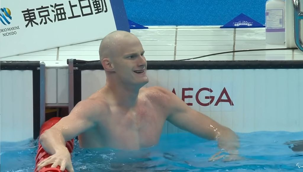 Rowan Crothers po zdobyciu złotego medalu na Igrzyskach Paraolimpijskich w Tokio.