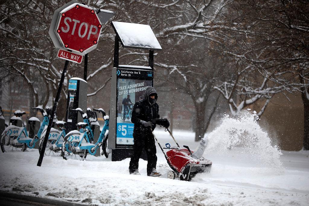 Wir polarny przyniósł mróz nad Stany Zjednoczone. Na zdjęciu ulice Chicago (Illinois)