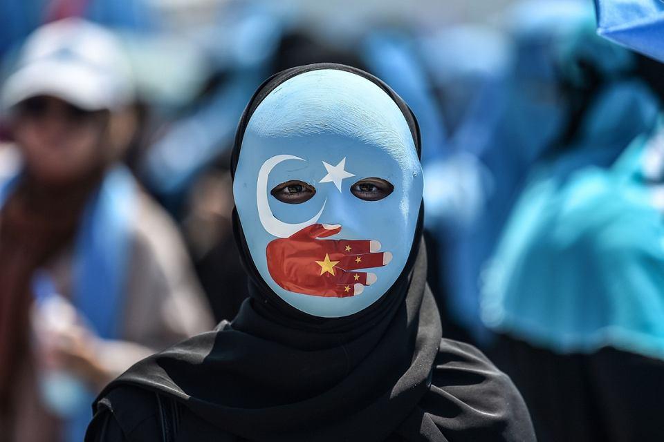 Demonstracja w obronie prześladowanych Ujgurów przed chińskim konsulatem w Stambule, 5 lipca 2018 r.