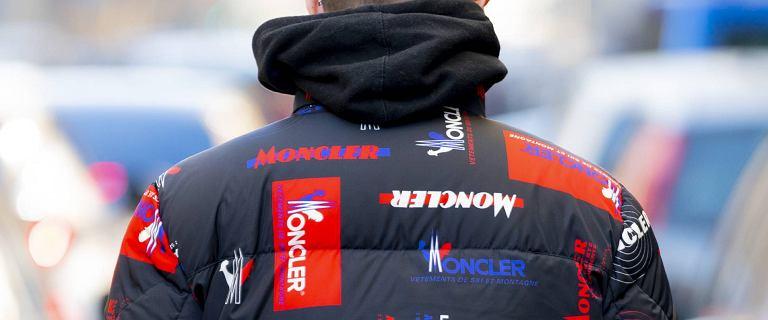 Puchowa kurtka na zimę też może być modna. Mamy top 18 modeli dla mężczyzn, które wpisują się w najnowsze trendy!