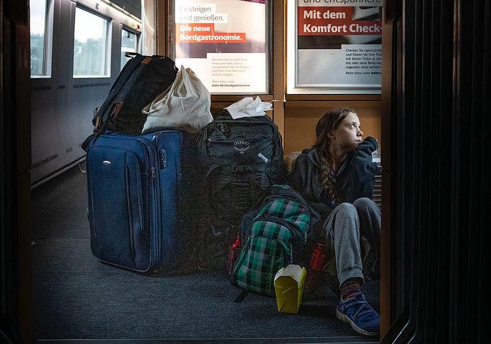 Greta Thunberg podróżująca pociągiem