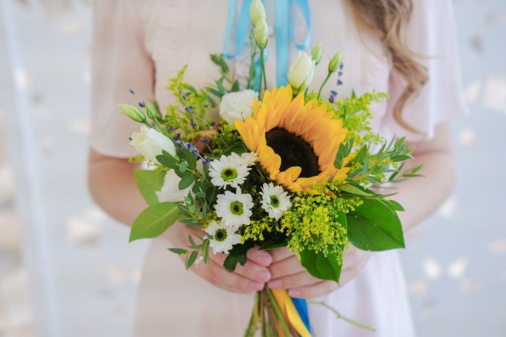 4 grudnia w imieniny Barbary miłym prezentem będzie bukiet kwiatów. Zdjęcie ilustracyjne