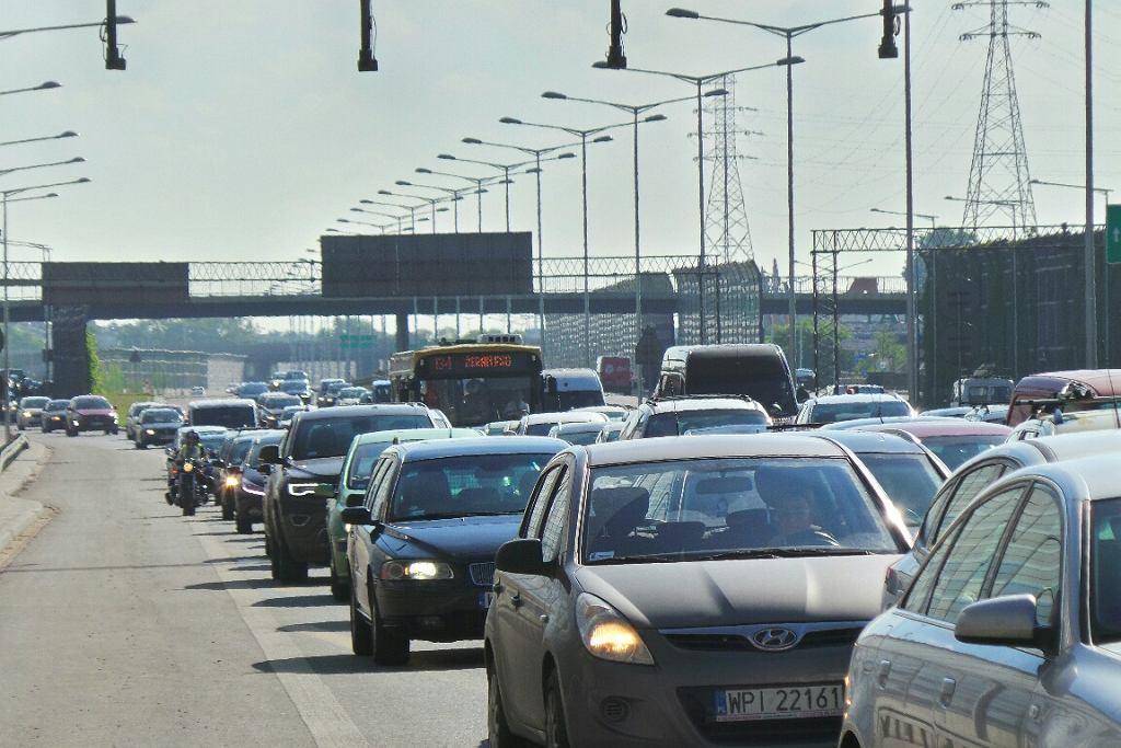 Zderzenie trzech aut na Trasie Toruńskiej (S8) między Głębocką a Łabiszyńską w kierunku mostu Grota