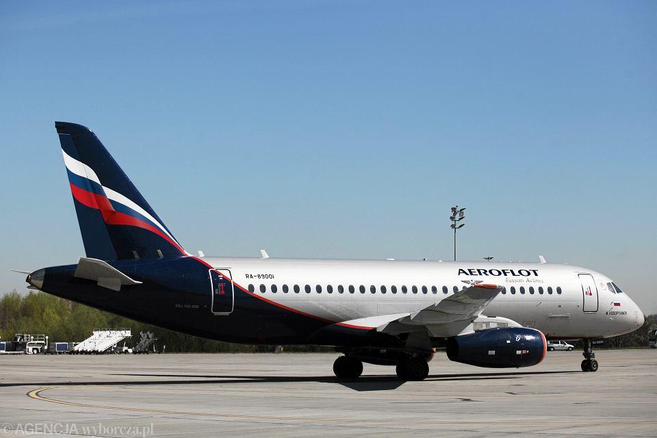 Samolot Suchoj Superjet SSJ100 na krakowskim lotnisku. Balice, 26 kwietnia 2012