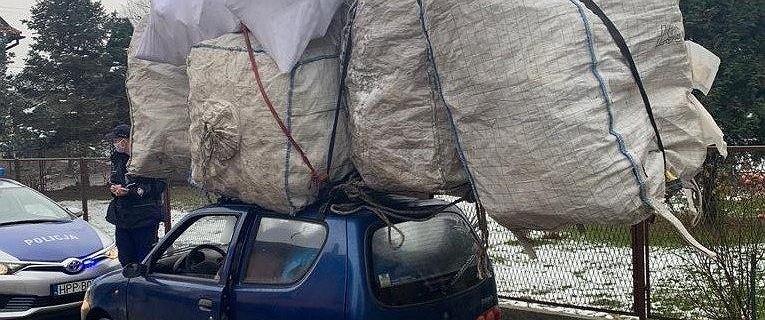 Czechowice-Dziedzice. Przewoził na dachu ładunek większy od samochodu