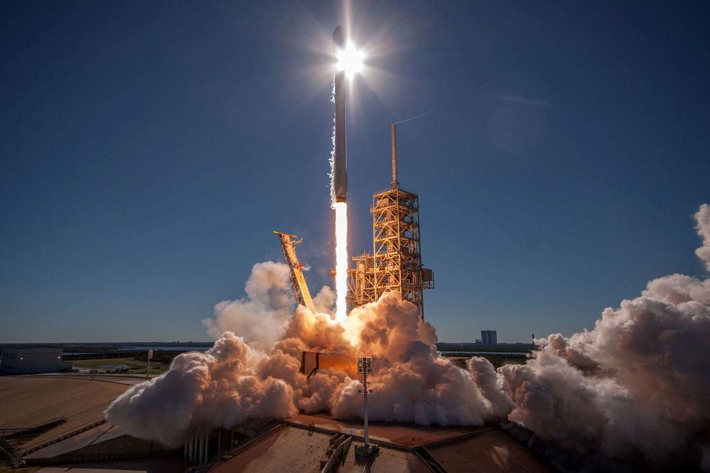 Wyniesienie na orbitę koreańskiego satelity komunikacyjnego Koreasat 5A za pomocą rakiety nośnej Falcon 9, 30.12.2017