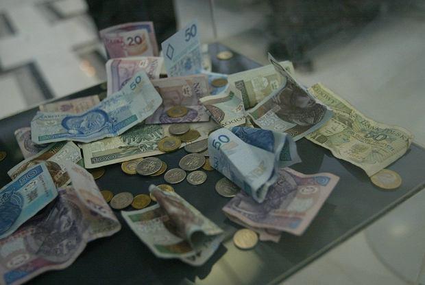 Piorą pieniądze i zostawiają odciski palców. Przestępców łatwiej namierzyć