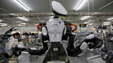 Robot pracuje obok ludzi w fabryce firmy Glory w Japonii