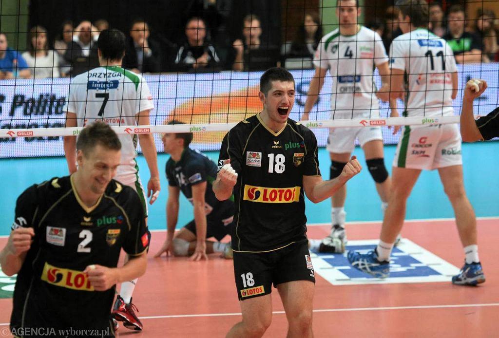 Politechnika Warszawska - Lotos Trefl Gdańsk 2:3, listopad 2012. Z prawej Wojciech Żaliński