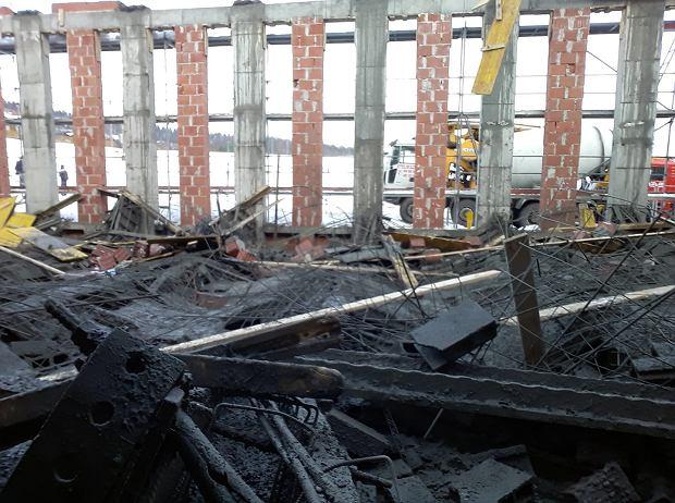 Katastrofa budowlana na budowie sali gimnastycznej w Żurowej. Dwie osoby ciężko ranne