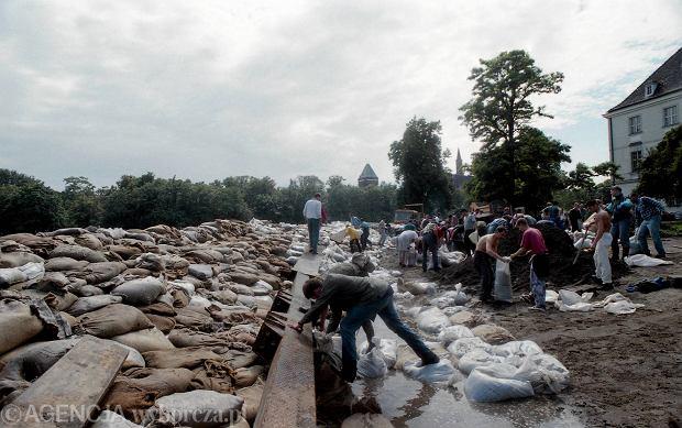 Zdjęcie numer 11 w galerii - 17 lat temu Odra zalała Wrocław. Tak wyglądało miasto [FOTO]