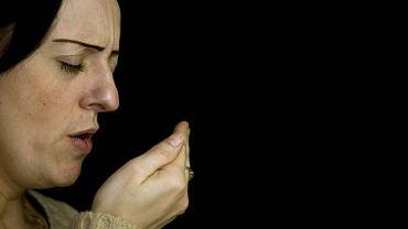 Silny kaszel i duszności to pierwsze objawy węgorczycy