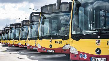 Autobusy wrocławskiego MPK w zajezdni przy ul. Obornickiej