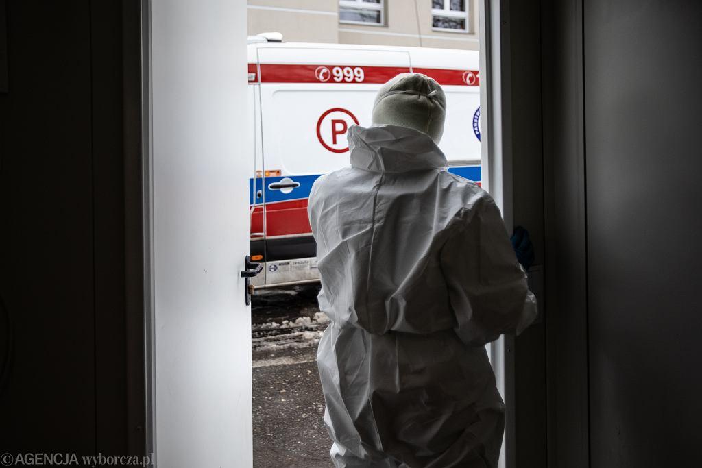Koronawirus. Anonimowe groźby ścięcia głowy, powieszenia i bliskiego końca dla medyków mówiących o epidemii