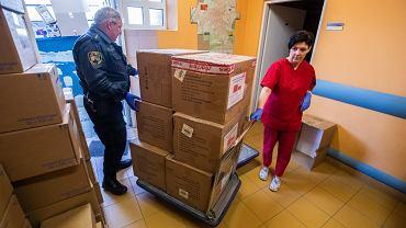 Rozpoczęła się dystrybucja maseczek sanitarnych, które dotarły do Bielska-Białej z Chin