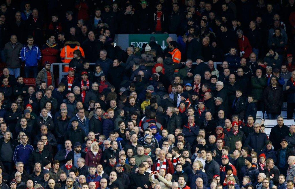 Kibice Liverpoolu opuszczają stadion