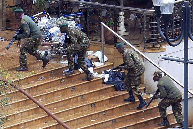 Po czterdoniowych walkach kenijskie służby pokonały somalijskich bojowników, którzy zajęli centrum handlowe w Nairobi. W ataku terrorystów zginęło ponad 60 osób. Prezydent Uhuru Kenyatta ogłosił trzydniową żałobę