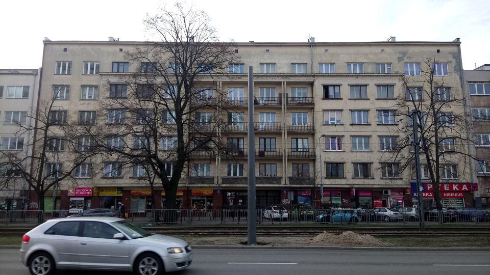 Zdjęcie numer 1 w galerii - Mokotów. Dom z płaskorzeźbami z czerwonego granitu został zabytkiem