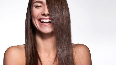 jak prostować włosy bez prostownicy