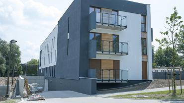 W budynku przy ul. Bernata 4 jest około 30 mieszkań